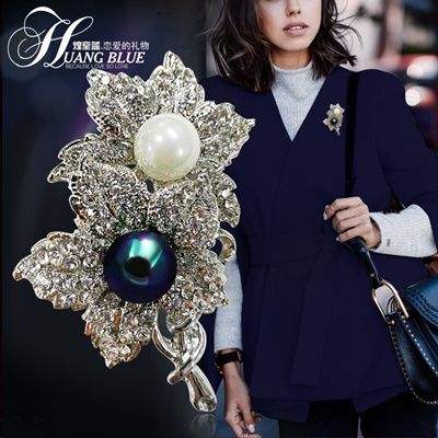 e7874739463 South Korea s new elegant angel wings Brooch female all-match brooch pin  accessories and