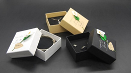 Anti tarnish cloth-make the jewellery shiny/Jewellery gift box for necklace/earring/ring