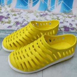 Korean wave hole nest hollow out shoes for men and women in the summer beach shoes slippers Sandals
