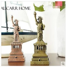 American tourist souvenirs US landmarks like the Statue of Liberty model metal ornaments photography