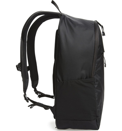 3bf5bd173596 Qoo10 - Herschel Supply Co. Mammoth Trail Backpack