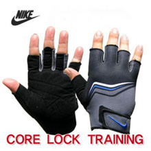 N i k e CORE LOCK TRAINING GLOVES Size adjustment: Velcro / wrist protection / Material: Rubber + Nylon + Polyester New