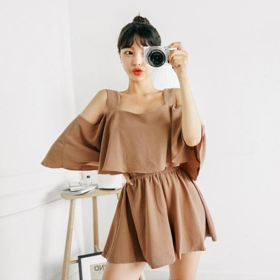トムエンレビッオフフリルつなぎワンピースオフショルダー・ワンピース3部ズボン 綿ワンピース/ 韓国ファッション