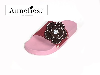 Anneliese_flat hitomi